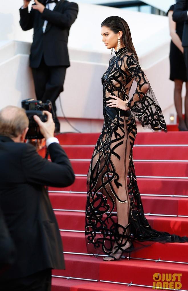 Vay ao tao bao cua dan mau quoc te tai Cannes hinh anh 6