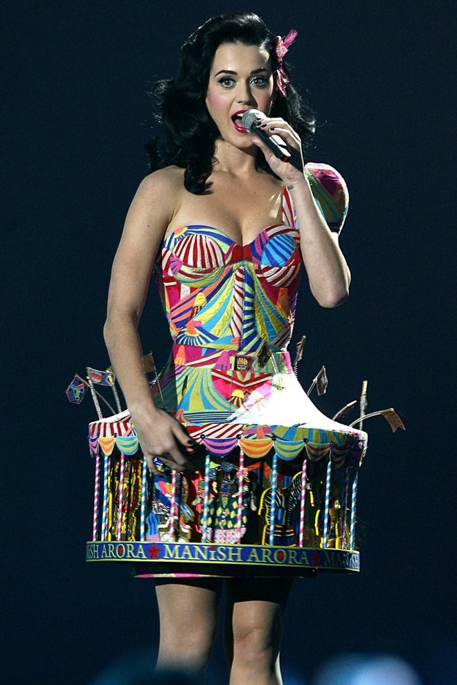 Katy Perry - tac ke hoa hay bieu tuong thoi trang? hinh anh 3