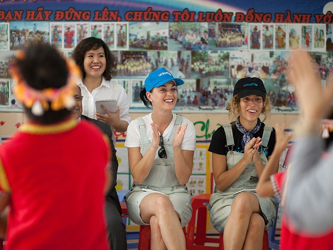 Katy Perry chia se ve chuyen tham Viet Nam hinh anh 2