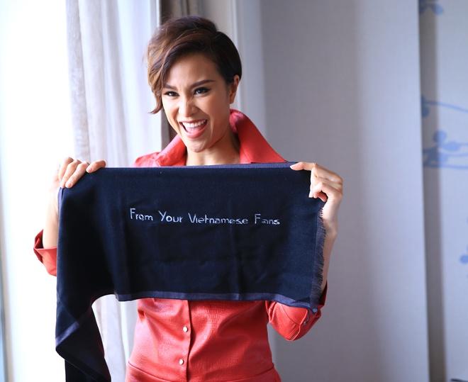 Phuong Mai tang khan cho tai tu Liam Hemsworth hinh anh 2