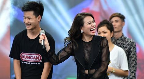Hoang Thuy Linh phan khich xem fan khoe vu dao hinh anh