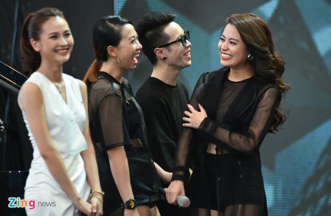 Hoang Thuy Linh phan khich xem fan khoe vu dao hinh anh 1