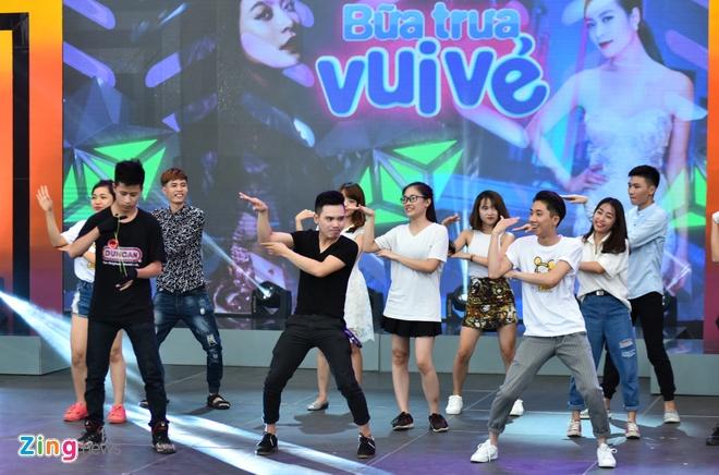 Hoang Thuy Linh phan khich xem fan khoe vu dao hinh anh 8