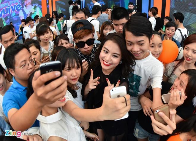 Hoang Thuy Linh phan khich xem fan khoe vu dao hinh anh 11