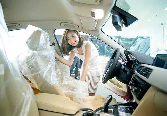 Ban trai dua Duong Hoang Yen di tau xe hoi tien ty hinh anh 3