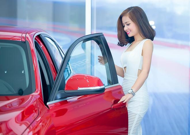Ban trai dua Duong Hoang Yen di tau xe hoi tien ty hinh anh 5