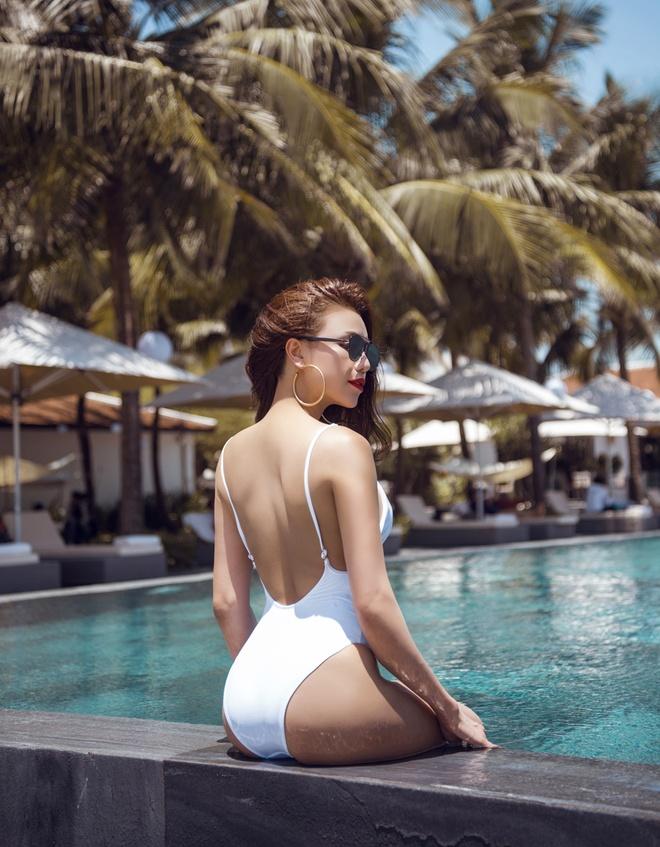 Tra Ngoc Hang sexy voi ao tam mot manh hinh anh 5