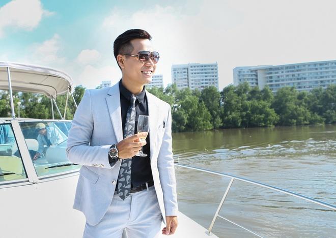 MC Nguyen Khang lich lam tren du thuyen trieu do hinh anh 3