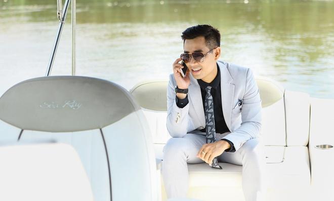 MC Nguyen Khang lich lam tren du thuyen trieu do hinh anh 5