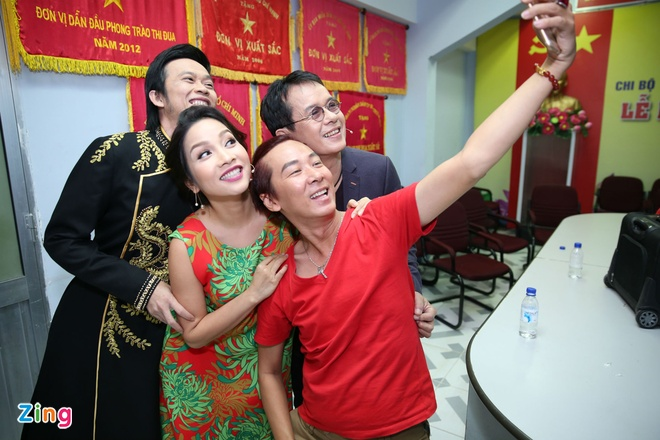 Hoai Linh, My Linh quay het co trong hau truong hinh anh 2
