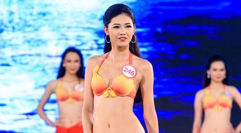 Top 18 Hoa hau Viet Nam mien Bac nong bong voi ao tam hinh anh