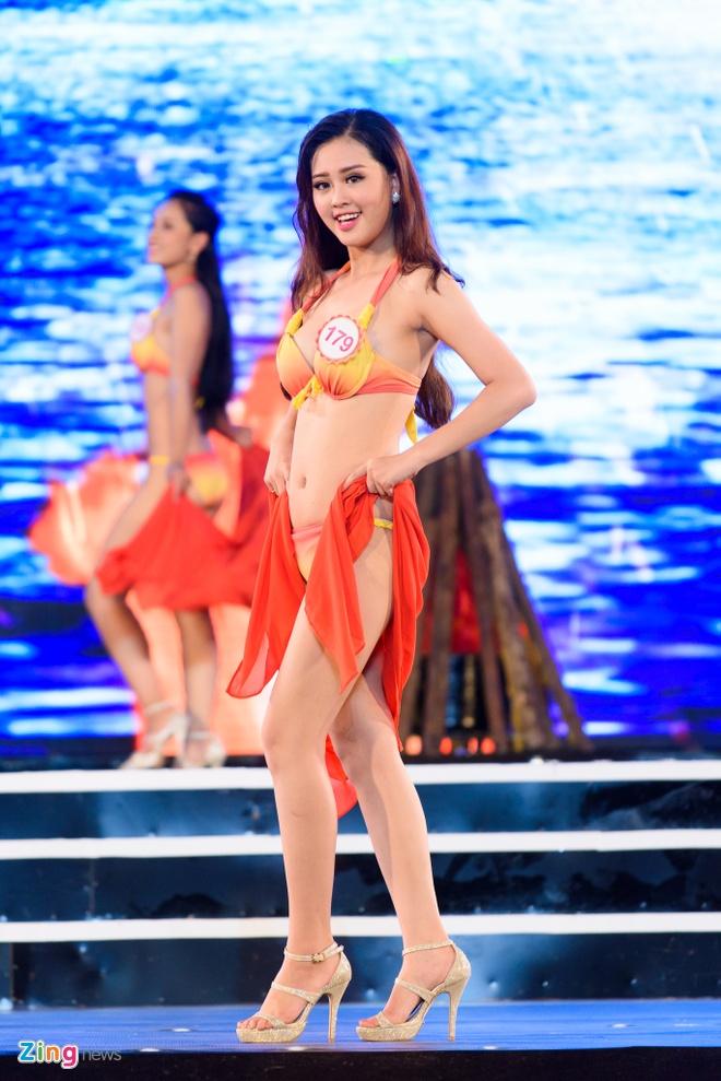 Top 18 Hoa hau Viet Nam mien Bac nong bong voi ao tam hinh anh 4