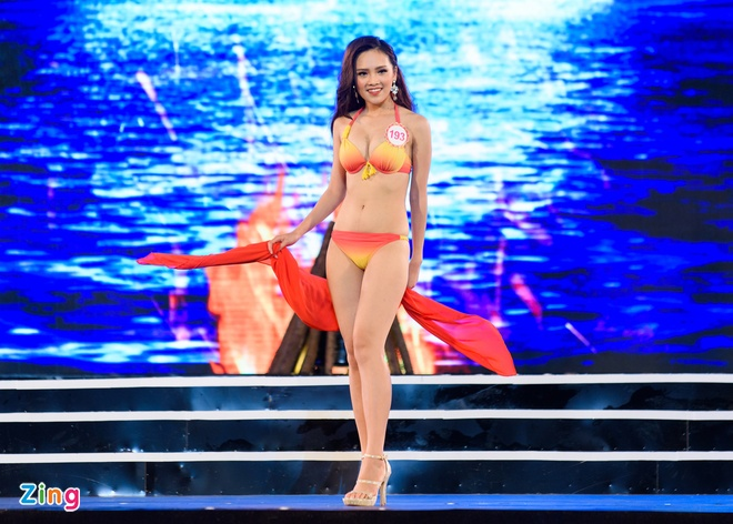 Top 18 Hoa hau Viet Nam mien Bac nong bong voi ao tam hinh anh 8
