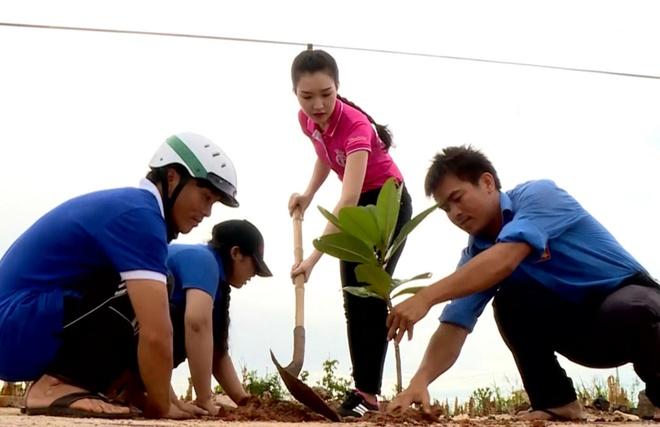 Le Tran Ngoc Tran Hoa hau Viet Nam anh 1