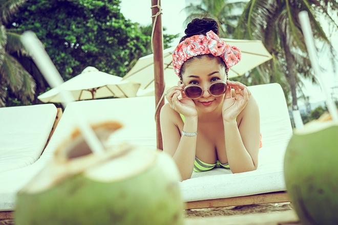 Thuy Nga dua con gai di bien Nha Trang hinh anh 6