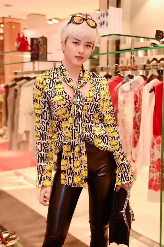 Thuy Tien mac goi cam do dang voi Linh Nga hinh anh 8