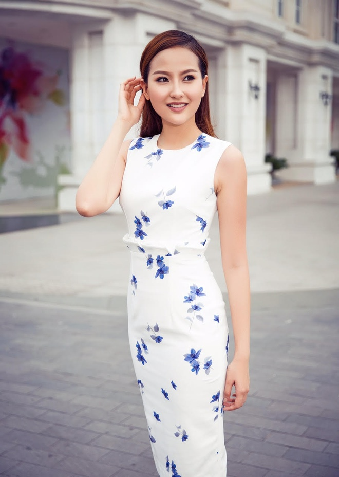Tro cung cua Pham Huong mac kin dao xuong pho hinh anh 3