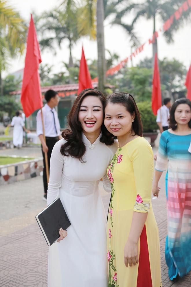 Hoa hau Thu Ngan du khai giang truong cu o Hai Phong hinh anh 10
