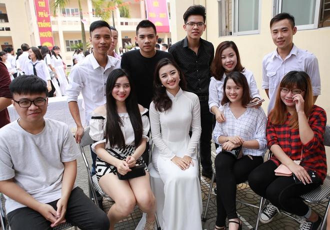 Hoa hau Thu Ngan du khai giang truong cu o Hai Phong hinh anh 11