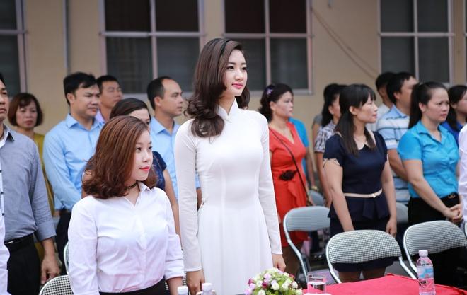 Hoa hau Thu Ngan du khai giang truong cu o Hai Phong hinh anh 2