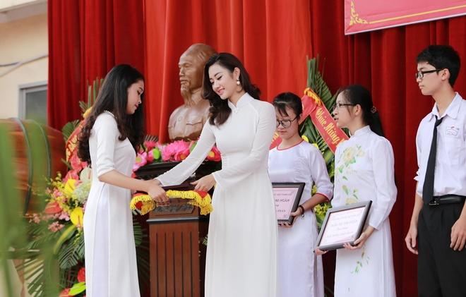Hoa hau Thu Ngan du khai giang truong cu o Hai Phong hinh anh 4