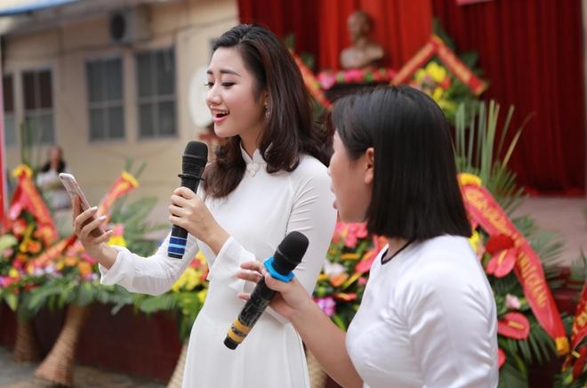 Hoa hau Thu Ngan du khai giang truong cu o Hai Phong hinh anh 8