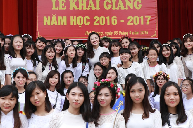 Hoa hau Thu Ngan du khai giang truong cu o Hai Phong hinh anh 9