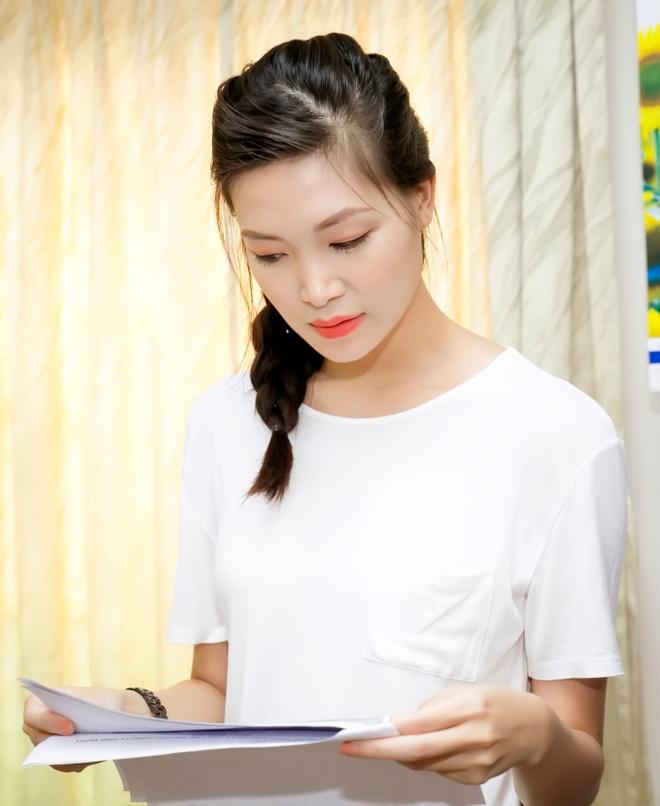 Hoa hau Thuy Dung tang qua trung thu cho benh nhan nhi hinh anh 7