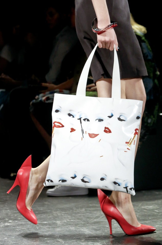 Giay 2 mui - phu kien doc dao nhat New York Fashion Week hinh anh 7