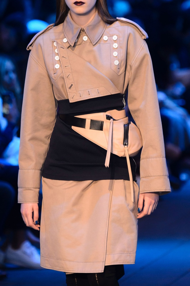 Giay 2 mui - phu kien doc dao nhat New York Fashion Week hinh anh 11