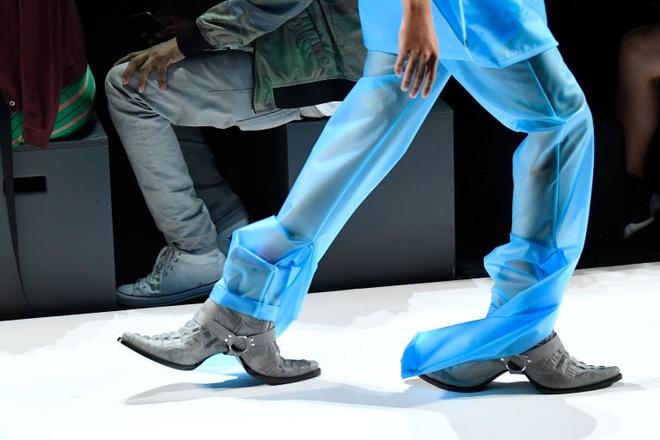Giay 2 mui - phu kien doc dao nhat New York Fashion Week hinh anh 1