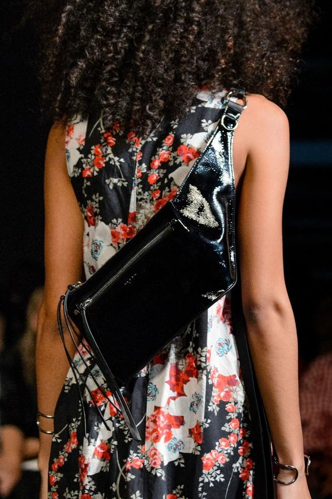 Giay 2 mui - phu kien doc dao nhat New York Fashion Week hinh anh 13