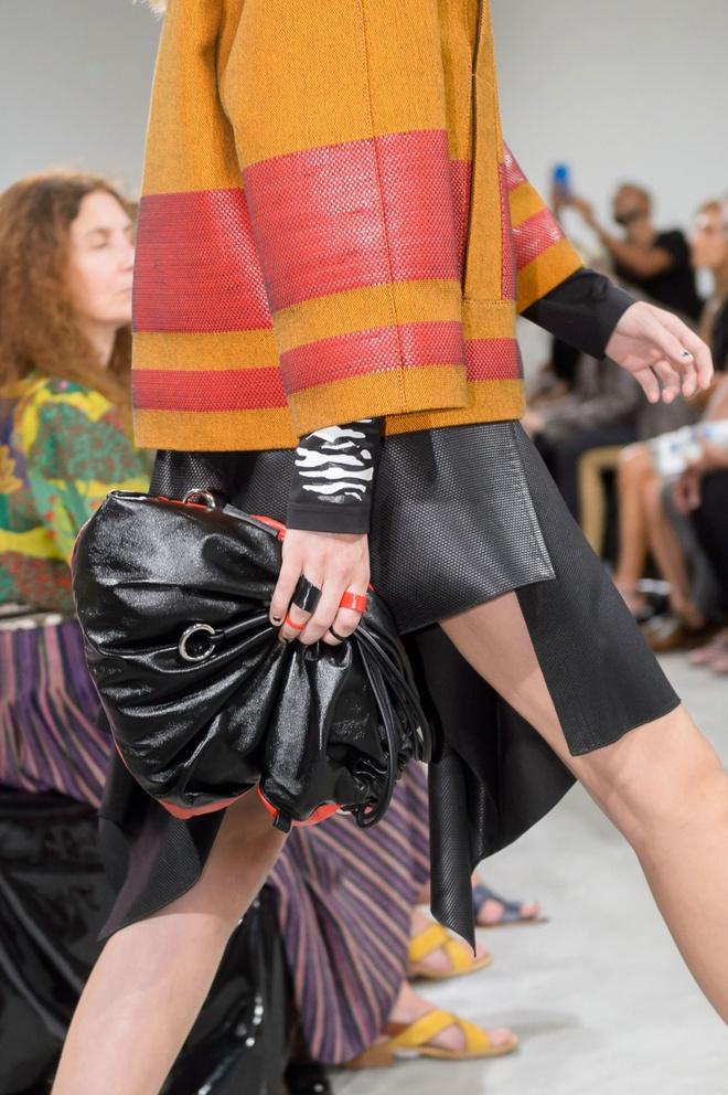 Giay 2 mui - phu kien doc dao nhat New York Fashion Week hinh anh 14