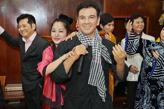 Thuy Nga hon tuong sap cua Hoai Linh hinh anh 5