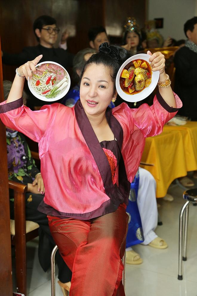 Thuy Nga hon tuong sap cua Hoai Linh hinh anh 7