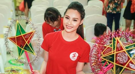 Hoa hau Bien Thuy Trang mac gian di di tu thien hinh anh
