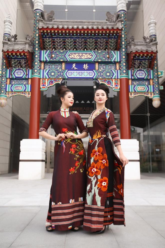 Nguoi mau Viet trinh dien ao dai tai Trung Quoc hinh anh 7