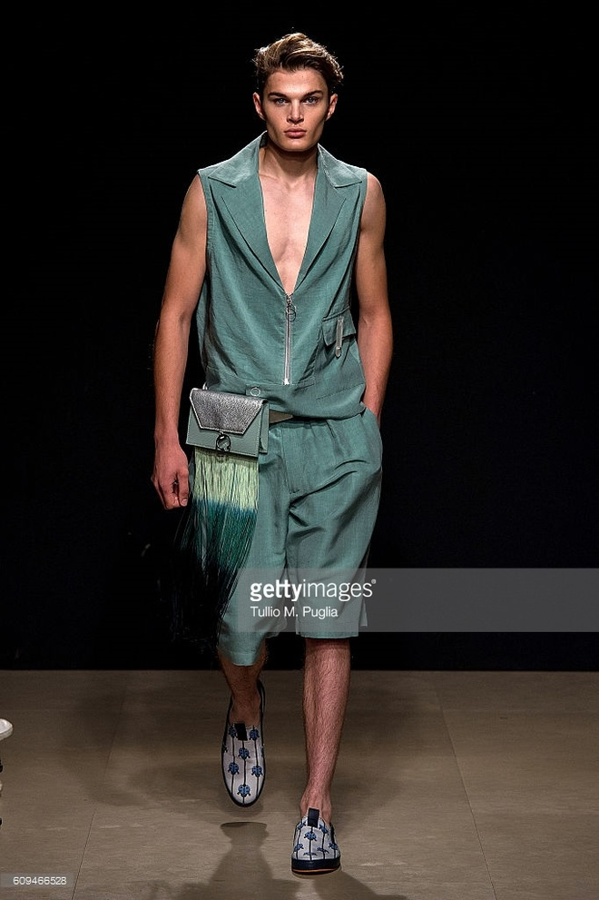 Do Ha dien show mo man Milan Fashion Week hinh anh 11