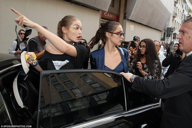 Nguoi mau Gigi Hadid tuc gian danh fan o tuan le thoi trang hinh anh 5