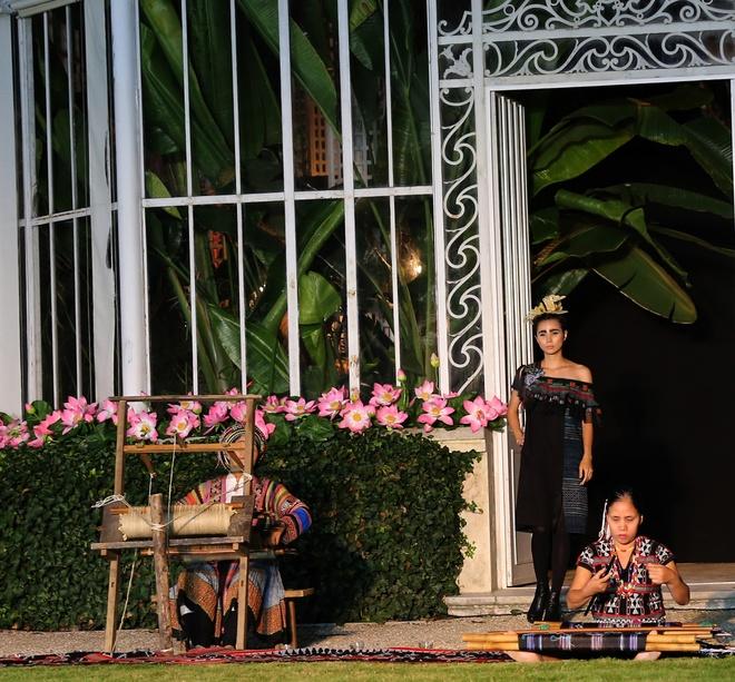 Hoa hau Ngoc Han dien thoi trang o Paris hinh anh 3