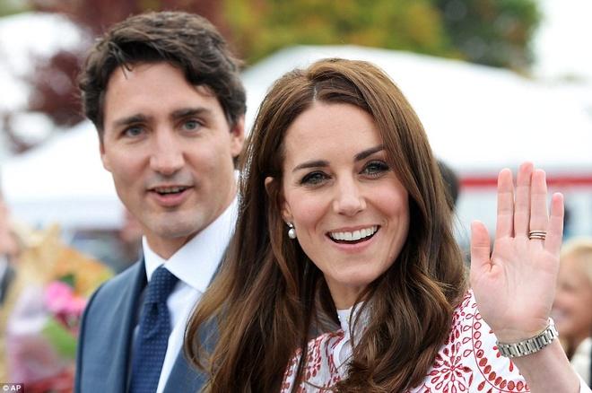 Cong nuong Kate Middleton gay an tuong voi vay hang hieu hinh anh