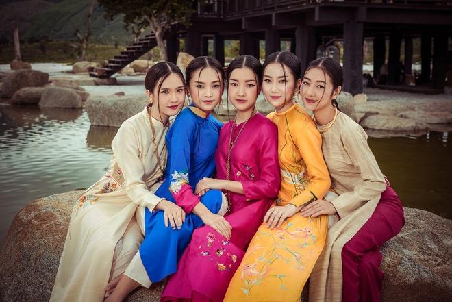 Nguoi dep Hoa hau Viet Nam 2016 do sac trong ta ao dai hinh anh 1