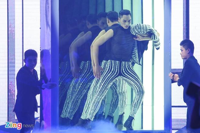 Man catwalk bi che tham hoa o chung ket Next Top Model hinh anh 11