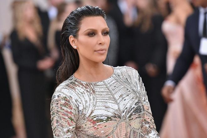 Kim Kardashian bi cuop anh 1