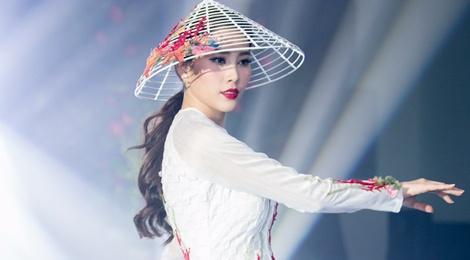 Nam Em mang ao dai va ao ba ba den Miss Earth 2016 hinh anh