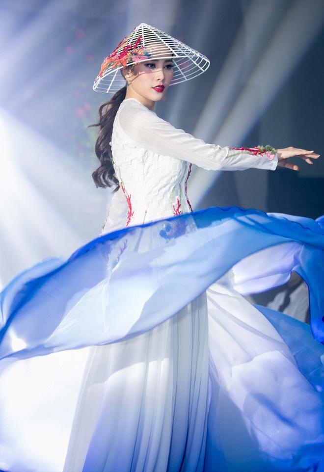 Nam Em mang ao dai va ao ba ba den Miss Earth 2016 hinh anh 1