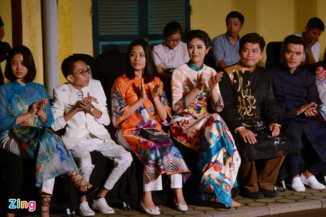 Nguoi dep HHVN trinh dien ao dai o Hoang thanh Thang Long hinh anh 1