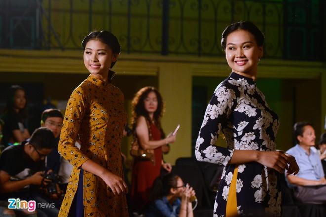 Nguoi dep HHVN trinh dien ao dai o Hoang thanh Thang Long hinh anh 9