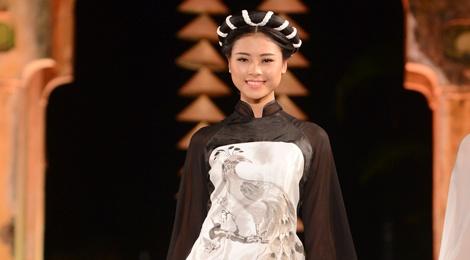 Nguoi dep HHVN trinh dien ao dai o Hoang thanh Thang Long hinh anh