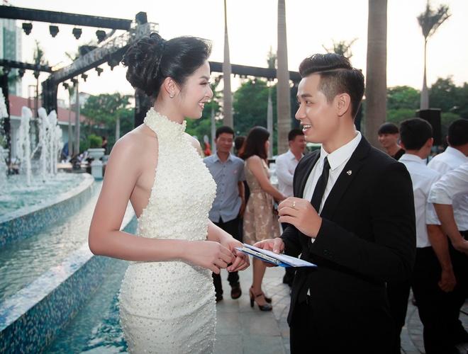 MC Nguyen Khang lich lam ben a hau Huyen My hinh anh 4
